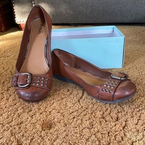 Medium brown flat, great for work or occasions